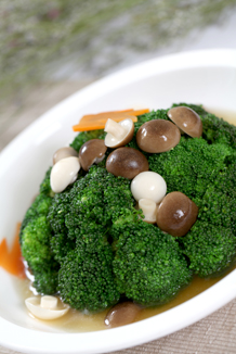 Boiled broccoli in chicken consommé