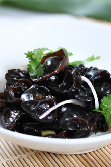 Sour kidney bean with wood ear fungus