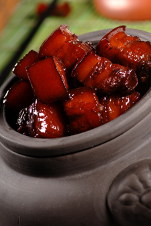 Braised pork with brown  sauce and chili